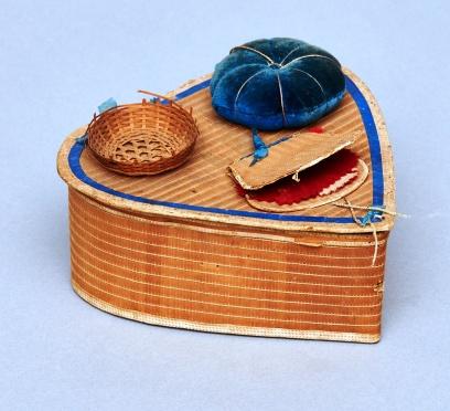 Heart-Shaped Woven Poplar Cloth Box