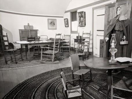 Sitting Room Gallery,1976, Shaker Museum | Mount Lebanon.